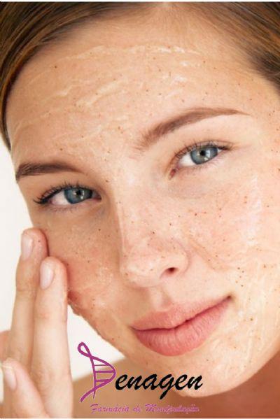 Sabonete Cremoso Esfoliante com Óleo de Melaleuca 3%, Semente de Apricot 3% e Camomila 4% – 100ml. Modo de usar: Lavar o rosto 1 a 2 vezes ao dia, com massagem suave.