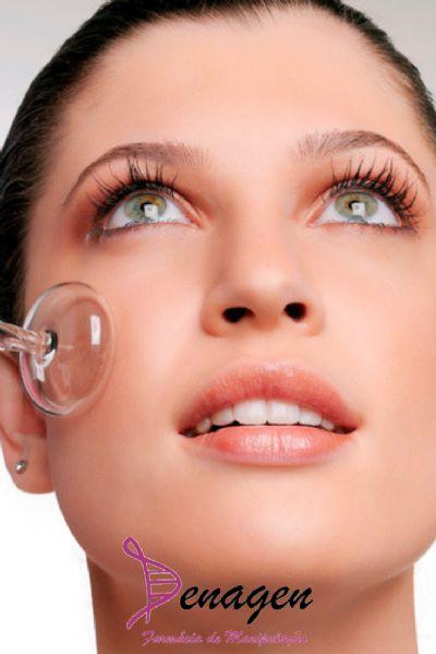 Loção antisséptica e adstringente com Irgasan 0,1%, Mentol 0,05% e Hamamelis 2% – 100ml. Modo de usar: Aplicar 1 ou mais vezes ao dia no rosto, após limpeza da pele.