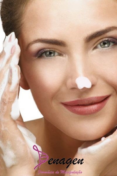 Mousse Higienizante com Extratos de Romã e Aloe Vera, essência, Base Mousse Hidratante qsp - 50ml. Modo de usar: Usar diariamente para limpeza de todos os tipos de pele.