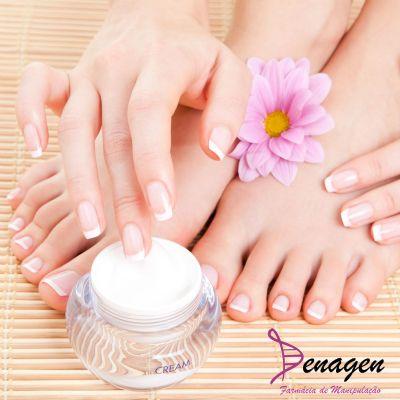 Creme Anti-Ressecamento/Rachaduras dos Pés com Ácido Salicílico 10%, Uréia 10%, OAD 5%, Creme qsp – 100g. Modo de usar: Aplicar nos pés à noite ao deitar.