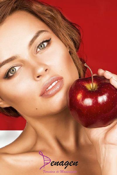 PomAge 2%, Silício Orgânico 10%, Ácido Ferúlico 0,5%, Vitamina C 5%, Base Omega Gold qsp 30g. Posologia: Aplicar na face e no pescoço 2 vezes ao dia antes do fotoprotetor.