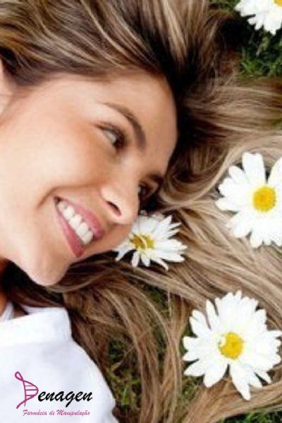 Peeling de Margarida - 30g. Modo de usar: Aplicar sobre a pele limpa à noite, retirar pela manhã e aplicar Filtro Solar.