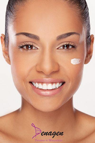 Clareador Facial para Pele Negra - Uniformização, Renovação Celular e Firmeza - Azeloglicina 6% Nikkol VC-IP 5% e Verochic 3% Creme Hidratante qsp 30g. Aplicar na face pela manhã e à noite.